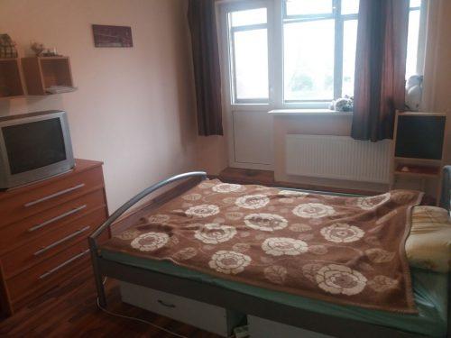 Nuomojamas tvarkingas erdvus kambarys 2 kambarių bute su visais patogumais trumpam laikui